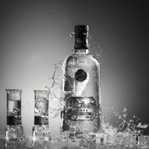 Vodka mit Wassertropfen