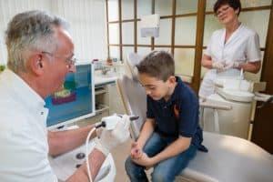 Kinderbeim Zahnarzt